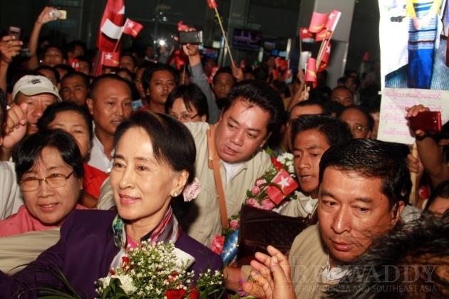 Daw Aung San Suu kyi returns from Mongolia
