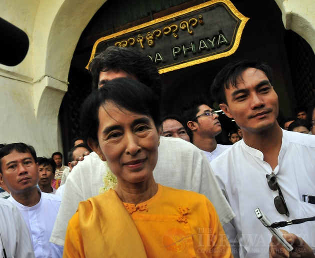 Aung San Suu kyiand son, Kim Aris, visit Bagan