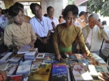 Pro-democracy leader Aung San Sun Kyi opened exhibition ceremony at Shwegondaing office center, the beneficial from the selling will donate to the social work.