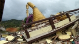 An earthquake damaged the pagoda in Tarlay, Easter Shan State.
