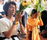 05-11-11 Myanmar democracy leader Aung San Suu kyi visits Anandar pagoda along with her youngest son Kim Aris at Bagan, Myanmar