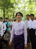 06-07-11 Myanmar democracy leader, Aung San Suu Kyi visits mount Popa and Bagan with her son, Kim Aris and other NLD party members.