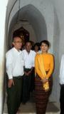 05-07-11 - PHOTO:- Irrawaddy Aung San Suu kyi visits Bagan