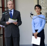 Suu Kyi meets Alain Juppé,  French Minister for Foreign Affairs at her house on 15 Jan 2012