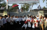 16-04-12 NLD leader, Daw Aung San Suu Kyi donates food to supporters during Myanmar Thingyan New Year celebrations