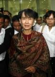 Myanmar opposition leader Aung San Suu Kyi, center, arrives at Yangon International Airport Sunday ,June.3 2012,in Yangon Myanmar. after attending economic forum in Thailand, Bangkok -