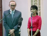 Myanmar opposition leader Aung San Suu Kyi, right, talks to journalists during a press conference after meeting with Australian Foreign Minister Bob Carr, left, at her lakeside residence on Wednesday, June.6, 2012, in Yangon, Myanmar. (AP Photo/Khin Maung Win)