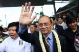 01-10-12 - Thein Sein - PHOTO - Khin Maung Win Myanmar President U Thein Sein waves his hand as  arriving at Yangon International Airport from his US tour.