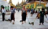 11-11-12 - Longyi - PHOTO - Jpaing A foreigner at Shwe Dagon Pagoda wearing traditional Burmese Longyi