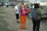 22-12-12 - Longyi wearing foreigners - PHOTO - Teza Hlaing A foreign tourist wearing traditional Burmese Longyi in Mandalay