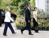 U.S. President Barack Obama, center, walks with Myanmar democracy activist Aung San Suu Kyi, right, and U.S. Secretary of State Hilary Rodham Clinton, left, at Suu Kyi's residence in Yangon, Myanmar, Monday, Nov. 19, 2012. (AP Photo/Khin Maung Win,Pool)
