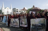 "25-10-12  A crowd of more than two hundred people, joined by Buddhist monks hold a protest in front of Rangoon city hall and at Sula Pagoda to make a three point statement asking the government to protect ethnic Arakanese people from violence instigated by ""illegal Bengali migrants"""
