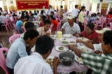 President Htin Kyaw and his wife Su Su Lwin distributed free meals to residents in Rangoon's Thone Kwa Township on April 19,2016.  (Photos: Pyay Kyaw/ The Irrawaddy)