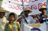 Protestors from a plywood factory in the Sagaing Industrial Zone who are marching from Sagaing Division to Naypyidaw arrived to Tatkon Township on May 17, 2016. (Photo: Thiha / The Irrawaddy)