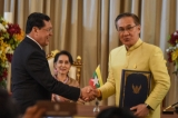 Burma's State Counselor Aung San Suu Kyi and Thailand's Prime Minister Prayut Chan-o-cha witnessed the singing of agreements on labor cooperation and cross border affairs in Bangkok , Thailand , June 24 ,2016. (Photo: JPaing / The Irrawaddy)