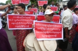 Around 50 street vendors from Lanmadaw, Latha, Pabedan, and Kyauktada townships marched to City Hall on Wednesday morning to protest local government action against hawkers on downtown pavements. (Photos: Myo Min Soe/ The Irrawaddy)