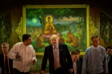 British Foreign Secretary Boris Johnson, who is now in Burma on an official trip, visited Rangoon's Shwedagon Pagoda on Jan 21 ,2017.  (Photos: Pyay Kyaw / The Irrawaddy)
